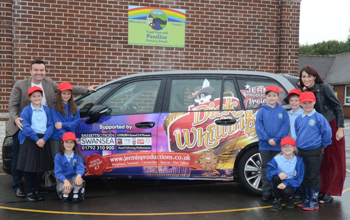 Mark Jermin at Pontlliw Primary. Picture -  Robert Melen/Robmelen.com
